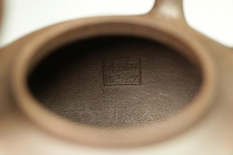 宜兴紫砂壶名家陈夕良的紫砂壶《全手东坡大提梁(金田刻)》图片