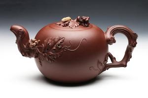宜兴紫砂壶松鼠葡萄