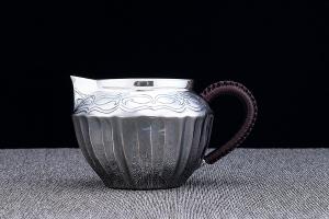 菊纹公道杯