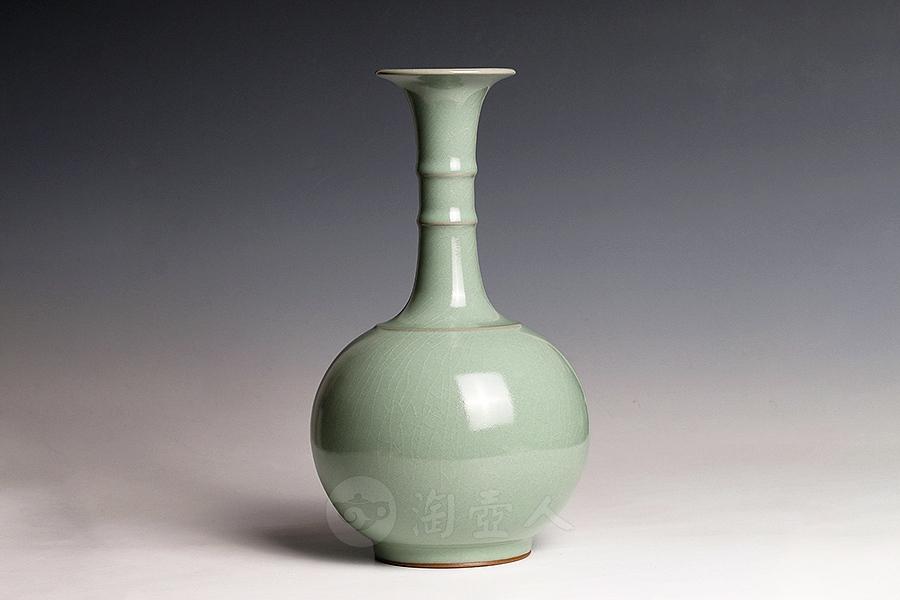 弦纹天球瓶