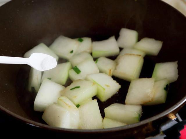 <b>宜兴</b>钱盘华 肉美汤鲜、消暑利水的花蛤冬瓜汤