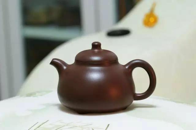 说到紫砂壶,总有人会问:是不是
